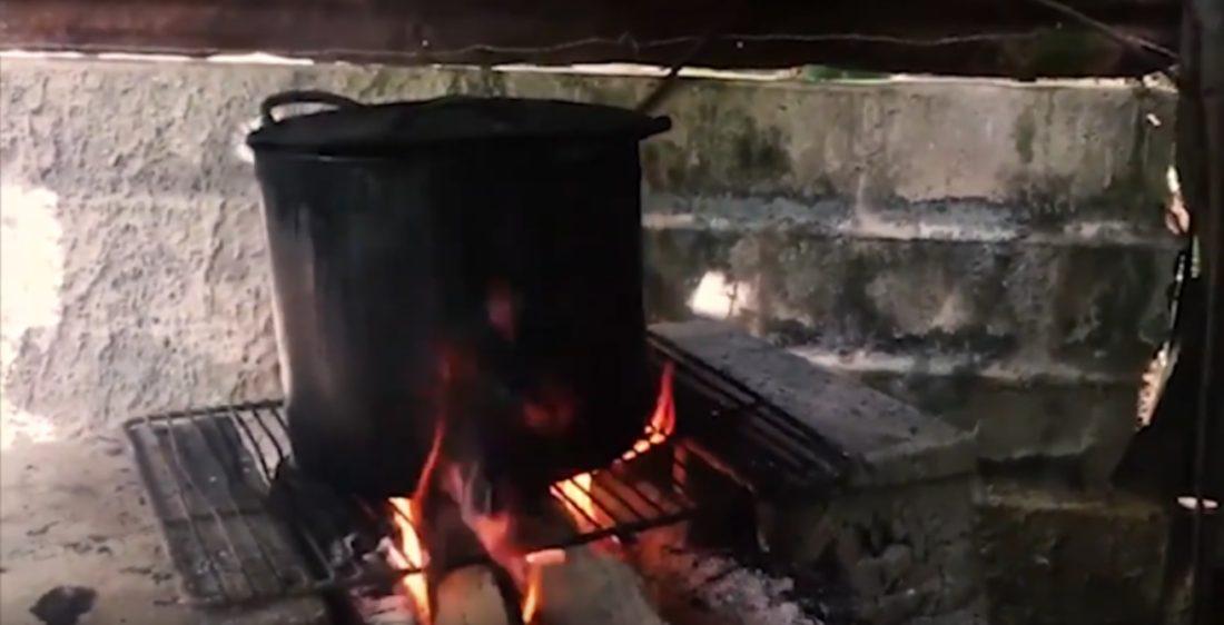 cocinando en leña